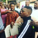 Wizkid surprises his fans as he visits Surulere